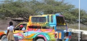 Haiti. Il tap-tap, tipico mezzo di trasporto collettivo diffuso in tutto il paese.