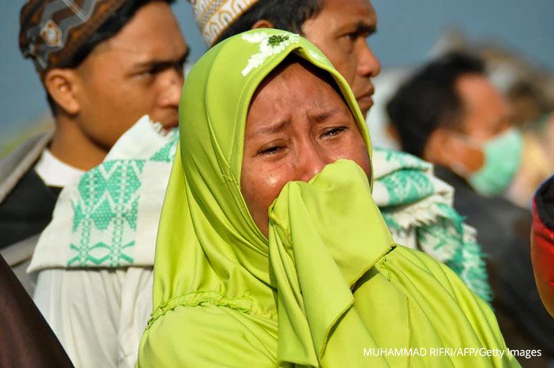 Il bilancio delle vittime in Indonesia diventa ogni ora più grave.