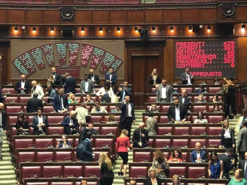 La Camera dei Deputati ha approvato un nuovo testo di legge che regola le vendite sotto costo, vieta le aste al doppio ribasso