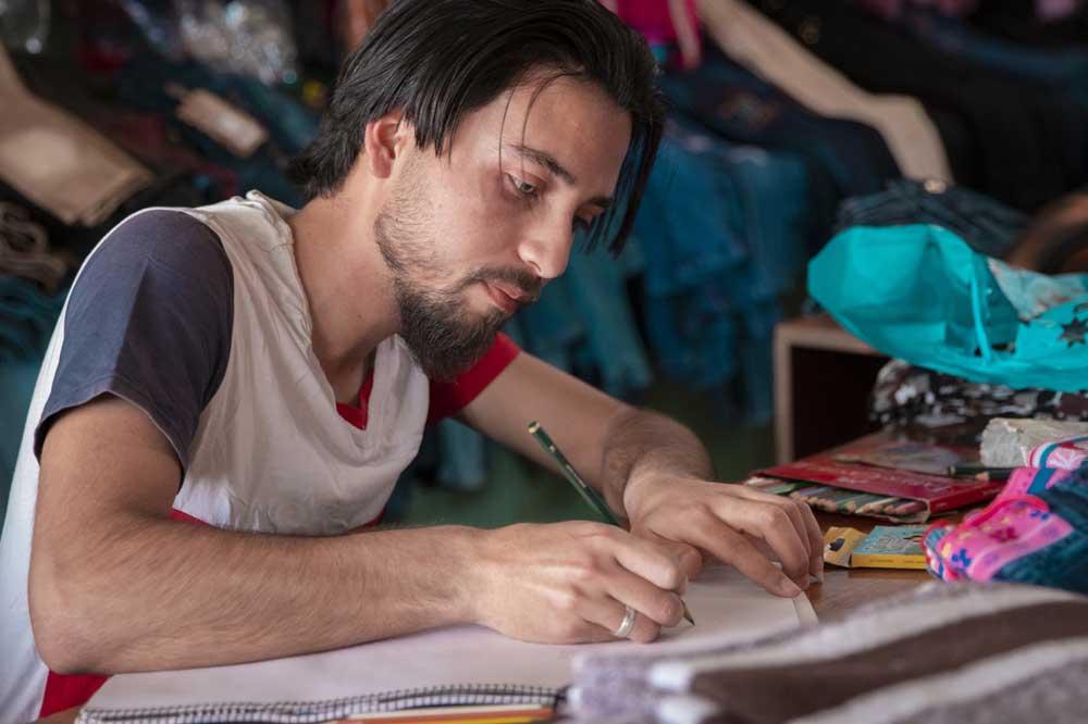 Ahmad, rifugiato siriano, il suo sogno è diventare un grande designer di moda