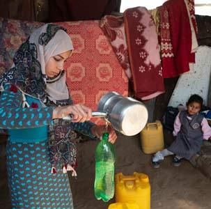 Dona acqua pulita alle mamme e ai bambini di Gaza